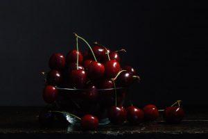 kersen in glazen schaaltje, foto van Yola de Lusenet